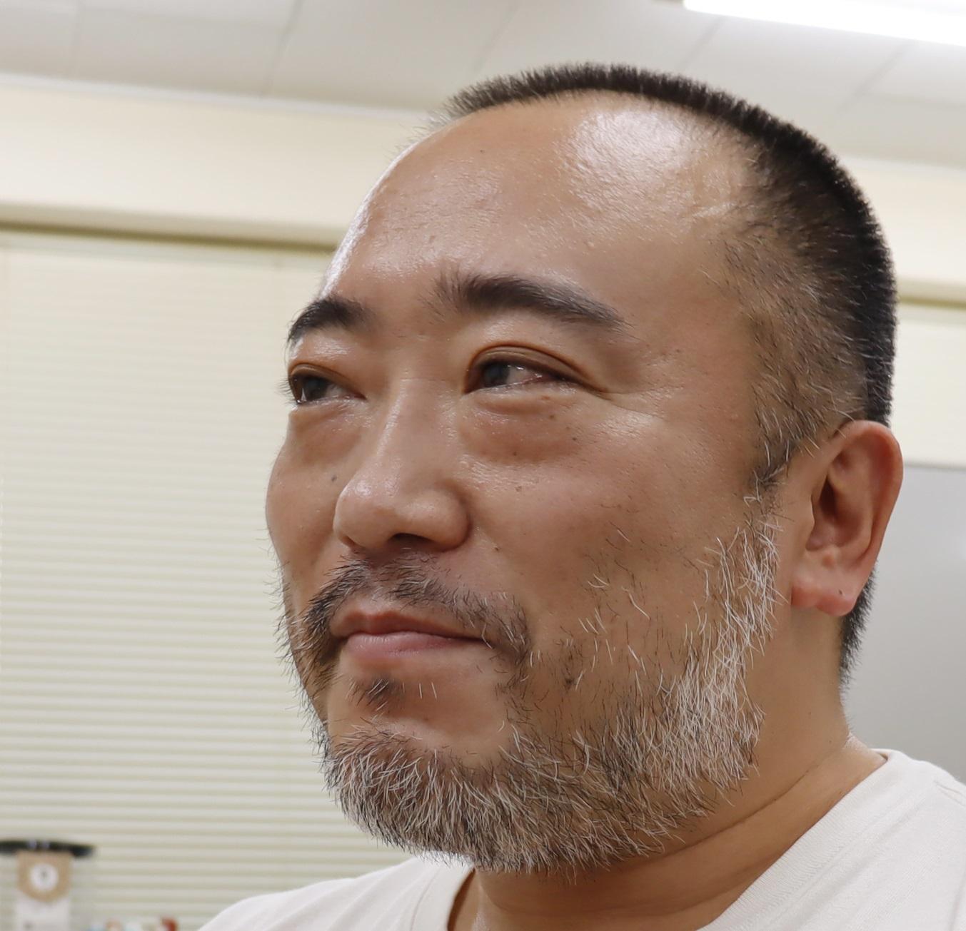 小島 靖久さん